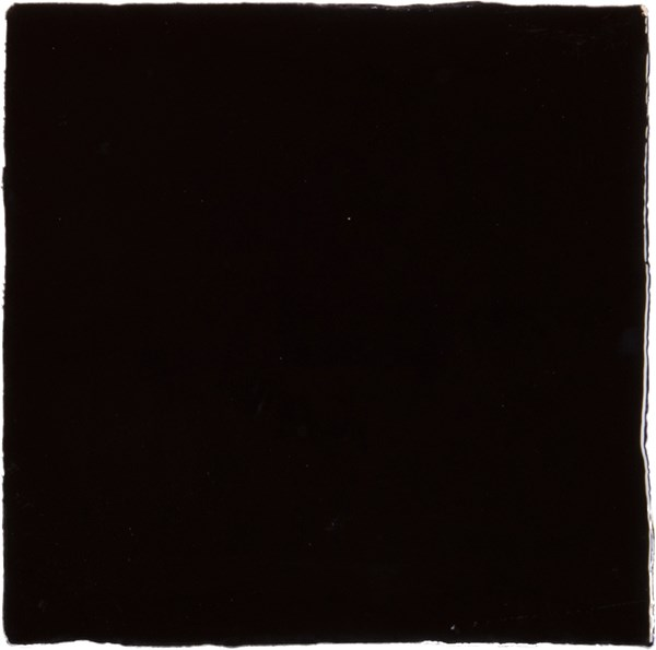 Mooie wandtegel in de kleur zwart van Dannenberg Tegelwerken